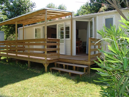 Mobilhome et sa terrasse bois